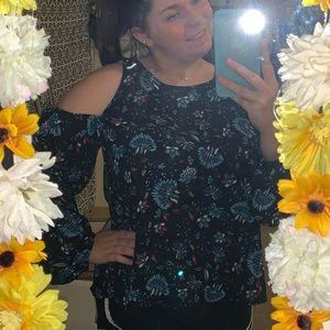 Peep shoulder floral shirt